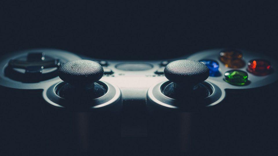 Tästä tiedät, että vietät liikaa aikaa pelaamalla, somessa tai netissä