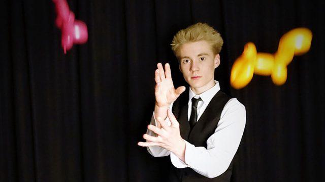 Taikuri Aatu Itkonen aloitti taikuuden nuorena.
